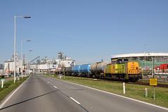 RF 23 met ketelwagens, Botlek, 25-03-2017 (Michael Postma) Tags: rf rrf rotterdam rail feeding botlek rubis keteltrein welplaatweg 23 rf23 rrf23 v100