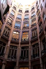 Del lado que lo mires (Angeles2021) Tags: españa barcelona diseño interior arquitecrura gaudi lapedrera canon