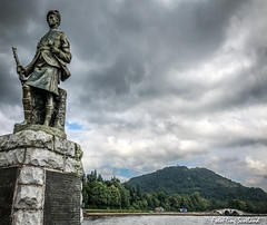 War Memorial (FotoFling Scotland) Tags: sculpture inveraray kilt soldier statue warmemorial