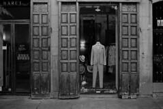 * (doistrakh) Tags: slr olympus om4ti zuikoautos40mmf2 filmcamera vintagecamera 135 film monochrome bw blackandwhite travel europe spain espana streetphotography madrid displaywindow