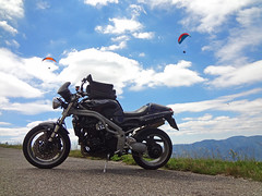 Only motorcycling is better #2 (Rob de Hero) Tags: vogesen elsass vosges alsace motorrad motorcycle speedtriple triumph triumphspeedtriple paraglider paragliding motorradtour bike biketour motorcycletrip motorcyclejourney motorbike triple france frankreich 955i t509 jungfraukopf grandballon routedescrétes lemarkstein markstein speed