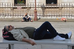 RA 13jul17 (richardbw9) Tags: london uk england city street urban streetphotography lying courtyard piccadilly ra royalacademy arts tourists resting nap bicycles akimbo bench flatout fence streetphoto streetshot westminster mayfair summerexhibition