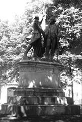 mais ça, c'était avant.... (canecrabe) Tags: amitié france statue commémoration indépendance étatsunisdamérique lafayette george washington guerre