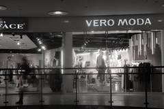 (nnooraa93) Tags: kamppi helsinki visithelsinki finland suomi human shadow shopping reflection clothes blackandwhite photography light evening spring oldphoto canon 1855mm lamps glitter veromoda
