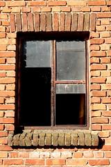 Broken Window (just.Luc) Tags: window venster raam fenêtre fenster belgium belgië belgique belgien belgica kleinbrabant antwerpen antwerp anvers vlaanderen flanders flandres broken kapot cassé bricks brick briques bakstenen mattoni