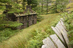 Plas Cwmorthin 03 jul 17 (Shaun the grime lover) Tags: cwmorthin slate wales derelict mountain summer plascwmorthin quarry manager house building fence trees