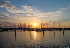Il tramonto (Claudio Siragusa) Tags: rimini susnet darsen boath rela eos 1100d canon mare sea sky sole summer 2017 barche barca italy romagna