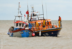 Margate lifeboat giving a helping hand 2 (philbarnes4) Tags: boat gap broadstairs thanet kent england unitedkingdom nikon seascape water sea coast coastal dslr vikingbay fishingboat rnli royalnationallifeboatinstitution d3100 rescue