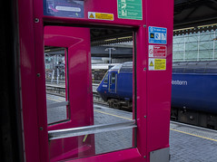 Through the doors: High Speed Trains at London Paddington (Dai Lygad) Tags: 43131 londonpaddington trains railways railroads uk england traditional slamdoors mkiii mk3 carriages highspeedtrain hst greatwesternrailway