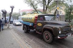 Lait (8pl) Tags: rue ukraine самбір matin neige froid printemps route trottoir arbres panneaux