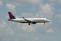 Delta Embraer 175 (stevesheriw) Tags: dfw airport dallasfortworthinternationalairport texas n635cz embraer 175 delta
