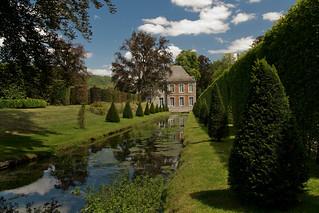 Annevoie-Rouillon, de Tuinen van Annevoie met op de achtergrond het Kasteel.