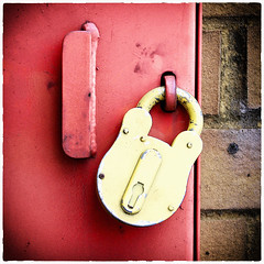 Day 197 (Tres Seis Cinco) Tags: 365 365photoproject 365project aphotoaday day197 lock red yellow brick