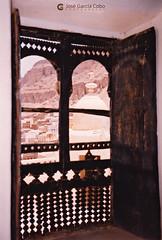 199909 Yemen Hadramaut (92) Seiyun OL (Nikobo3) Tags: asia orientemedio arábiga arabia penínsulaarábiga yemen hadramaut desierto desiertoramlatassabatayn culturas travel viajes fujicolorsuperia100iso película nikobo joségarcíacobo urban street olympusmjuii seiyun
