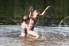 girls playing in the water (VisitLakeland) Tags: vesileppis ranta uida biitsi kesä aurinkoinen luonto järvi beach swim summer finland lakeland lake water fun happy