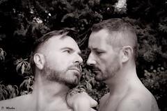 Duo et plus (Phoenix Blue Parangon) Tags: portrait monochrome duet duo man masculin mâle tatoo tatouage