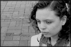 pensamientos (josespektrumphotography) Tags: modelo blancoynegro pensativa mirada parque mujer planomedió soledad sentimientos josespektrumphotography