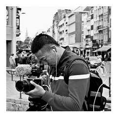into the lens (japanese forms) Tags: ©japaneseforms2017 ボケ ボケ味 モノクロ 日本フォーム 黒と白 bw blackwhite blackandwhite blancoynegro bokeh candid drama intothelens monochrome random schwarzweis sony square squareformat strasenfotografie straatfotografie streetphotography vlaanderen yes zwartwit