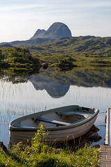 Road to Suilven (Kyoshi Masamune) Tags: uk scotland kyoshimasamune scottishhighlands highlands northcoast500 nc500 suilven assynt assynteasterross glencanisplodge lochinver caistealliath bealachmor meallmeadhonach lochdruimsuardalain sutherland torridoniansandstone lewisiangneiss sigma1750mmf28 waterreflections boat
