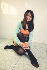 YNL_4793 (彥男爵) Tags: 少女 girl 室內 room kneesocks 膝上襪 笑容 smile