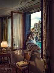 Exciting readings on holiday in Venice, Italy (✻ EdGuY ✻) Tags: canalgrande venezia hotel vacationphotography cinematicphotography cinematic moody dynamicrange portraiture profoto h6d100c hasselblad grandcanal venice