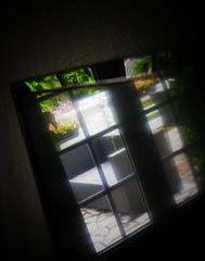 La télévision...reflet du monde (Dans le viseur) Tags: télévision reflet fauteuil lumix lumière gx80