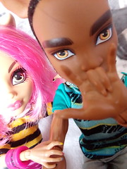 Sister & Brother - Howlin & Clawd (You_Are_Not_Alone) Tags: werewolfs werewolf wolfs wolf packoftrouble howlinwolf clawdwolf monsterhigh polishdolls monstergirls monsterboys girl girls man boys boy manster family sister brother dolls photobymysister mansters