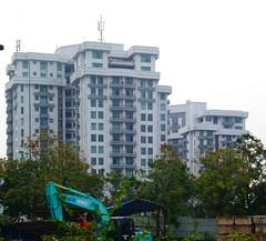 Kondominium Graha Famili (Everyone Sinks Starco (using album)) Tags: surabaya eastjava jawatimur building gedung architecture arsitektur apartemen apartment