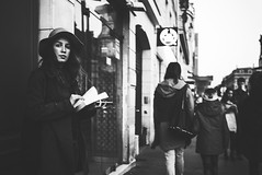 Sidewalk Reader (Fahad0850) Tags: leica m m240 street streetphotography streets paris