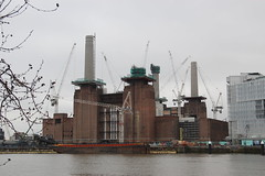 Battersea Power Station (Snappy Pete) Tags: southwestlondon building architecture landmark nineelms battersea wandsworth london england uk greatbritain powerstation chimney riverthames river barge crane