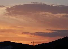 Dimarts de núvols i posta de sol a Terramar, Sitges, Barcelona. (heraldeixample) Tags: heraldeixample bcn barcelona spain espanya españa spanien catalunya catalonia cataluña catalogne catalogna sitges terramar postadesol puestadesol sunset núvols clouds nubes skyer nuages cymylau nuvole 雲 nuvens nori 云 облака wolken nwn martesdenubes paisaje landscape paisatge