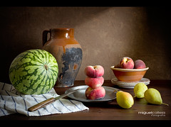 BODEGÓN CON FRUTAS DE VERANO (Miguel Calleja) Tags: bodegón stilllife stilleben naturamorta naturemorte sandía pastèque watermelon melocotón paraguayo peaches pera pear