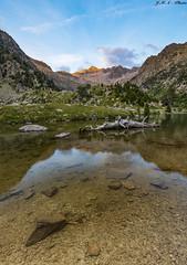 Estany de Besiberri sunset (sostingut) Tags: llacspirineus d750 lago agua montaña pirineos reflejo atardecer soledad paisaje azul luz