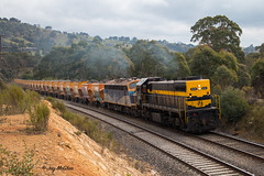 Long-End Leader (jaymcghee10) Tags: qube logistics hanson quarry kilmoreeast melbourne x31 b76 cfcla metro clyde emd railway australianrailways freighttrain victorianrailways seymour heritage centre srhc rpauvicxclass rpauvicxclassx31