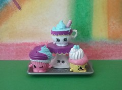Patty cake, Patty cake, Bakers man (Oh.Great!) Tags: 3652017 cakes cupcakes cakeplates themedetail365the2017edition day207365 26jul17 softpastels indoorr baking australia thechallengegame challengegamewinner