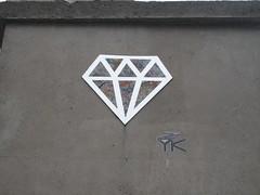 Le Diamantaire (emilyD98) Tags: street art paris insolite collage mur wal rue le diamantaire diamant parisien miroir pochoir stencil urban exploration city ville installation