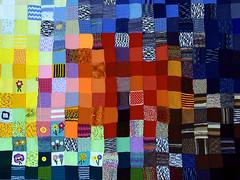 Patchwork. (robárt shake) Tags: bremen vahr fqz treffpunktfqz patchwork handmade wolle handarbeit stricken knit wool häkeln nähen freizeit herstellen produzieren beruhigend work arbeit kreativ kunstvoll bunt farbskala colourfull farbreich blumen begegnungsstätte treffpunk senioren gestaltung kreativität