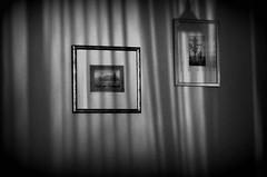 Late night wall (Anoplius) Tags: nikon nikond5100 anoplius night nacht late wall wand picture bild shadow schatten curtain vorhang blackandwhite schwarzweiss monochrome