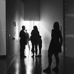 L'issue (_ Adèle _) Tags: paris palaisdetokyo exposition visiteurs sortie contrejour nb noiretblanc bw blackandwhite