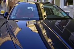 Spiegelung im Auto (Helmut Reichelt) Tags: spiegelung auto fassaden streetphoto abend eichstätt sommer juli oberbayern bavaria deutschland germany leica leicam typ240 captureone10 colorefexpro4 leicasummilux35mmf14asphii