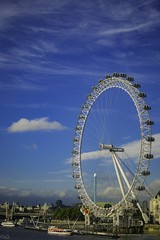 The London Eye , standing majestically along the River Thames! (Sandhip-Ace) Tags: thames riverthames blue unitedkingdom uk wheel eye londoneye london giantwheel