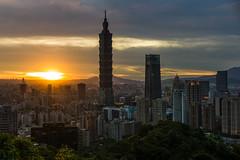 象山夕照 (nzfisher) Tags: 象山 elephantmountain 台北 台湾 taipei taiwan 35mm leica summilux sunset sundown dusk twilight cityscape landscape sky clouds 101 taipei101 landmark icon skyscrapers highrise backlight