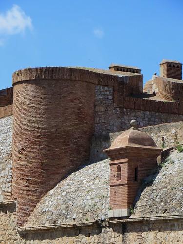 Chatelet d'entrée, forteresse (XVe-XVIe), Salses, Corbières maritimes,   Roussillon, Occitanie, France.