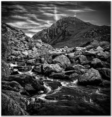 A view of Tryfan (Hugh Stanton) Tags: steam mountain rippled skies appicoftheweek boulders