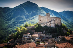 Castelvecchio di Roccabarbena (Savona) (micvincenci) Tags: liguria borghi savona castle landscape nikon d 5100 castelvecchio italy ngc