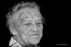 Frieda (Menschenlandschaften) Tags: frau mensch portrait alt schwarzweis menschenlandschaften