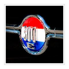 300E (Splitti68) Tags: fahrzeug auto car marke markensymbol schwarz rahmen quadrat square rot blau weis kreis schriftzug splitti splitti68 splittstöser splittstoesser