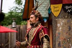 Street-corner Shakespeare (Pahz) Tags: bristolrenaissancefaire bristolrenaissancefaire2017 renfaire renfest brf pattysmithbrf nikond7200 nikonshooter tamron16300mm garb medieval renaissance shakespeare claytonhamburg
