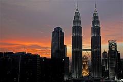 Kuala Lumpur - Petronas Twin Towers (CHWVB) Tags: malaysia reisen traveling sony alpha kuala lumpur city street asien südostasien south east asia night sunset petronas towers