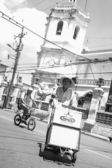 BS0I5110 2 (jeridaking) Tags: vendor yakult bike sto nino basilica church wires juan luna colon street vendors cebu visayas philippines ralph matres jeridaking fortheloveofphotography asia canon 1dxii life 35mm 14 people folks filipino pinoy
